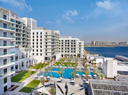 Hilton-Abu-Dhabi-Yas-Island_Exterior-Pool-Area.jpg