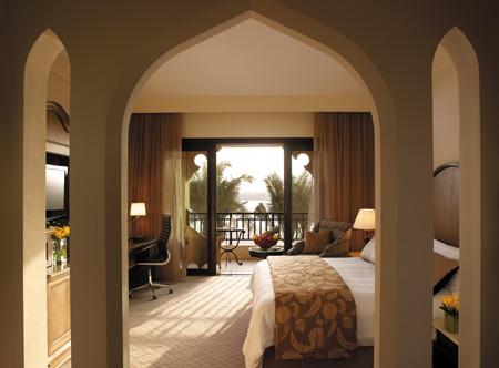 Shangri_La_Al_Qaryat_Deluxe_room.jpg