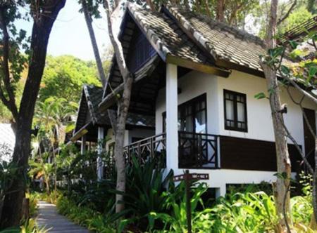 Ao_Prao_Resort_-_Deluxe_Cottage2.jpg