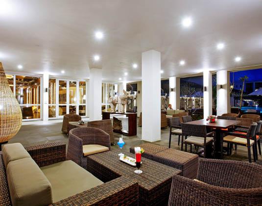 Centara_Ceysands_-_Ceylon_Club_T-Bar.jpg