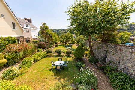 Pandora_Guernsey_side_view_of_garden.jpg