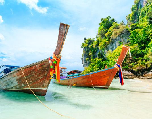 Longtale_boat_on_the_white_beach_at_Phuket,.jpg