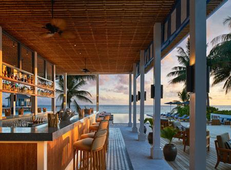 Raffles-Maldives-Meradhoo_Long-Bar.jpg