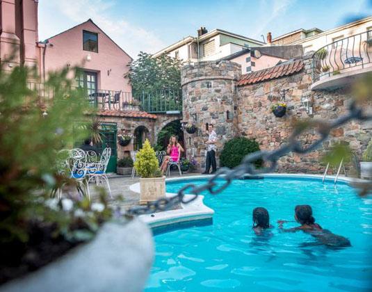 Hotel_Revere_-_Pool.jpg