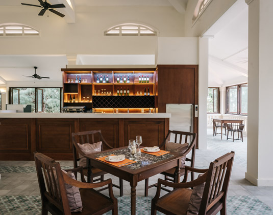 Poulo_Condor_-_Restaurant.jpg