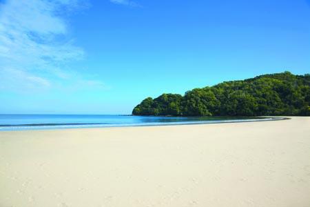 Shangri-La-Rasa-Ria_Beach.jpg