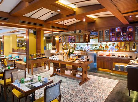 Dusit_Thani_Laguna_Phuket_-_Laguna_Cafe.jpg