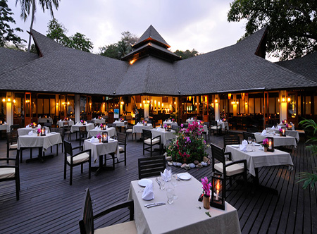 Holiday_Inn_Resort_-_Tai_Rom_Prao_Restaurant.jpg