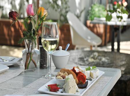 Oude_-Courtyard_Dinner.jpg