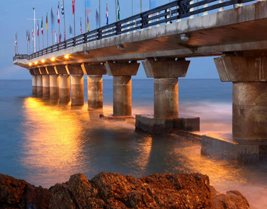 The_landmark_pier_at_Shark_Rock_in_Port_Elizabeth.jpg
