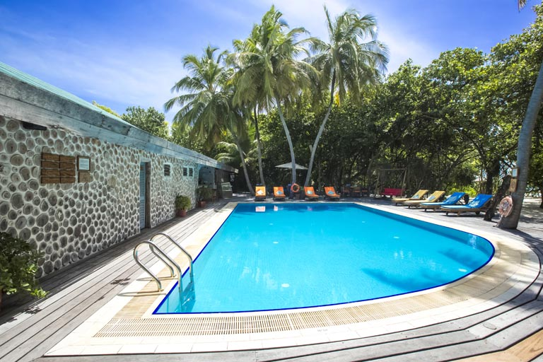 Reethi-Beach-Resort_pool.jpg