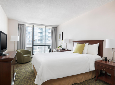 Chelsea_Hotel_Toronto_-_Chelsea_Room.jpg