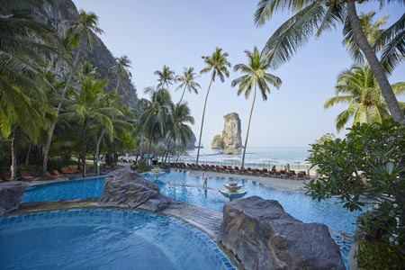 Centara-Grand-Krabi-Beach-Resort_swimming-pool-18.jpg