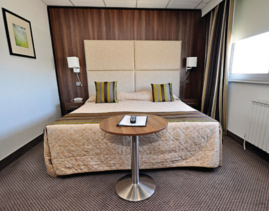 Ambassadeur_Hotel_-_Standard_Room.jpg