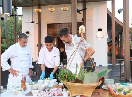JW-Marriott-Khao-Lak_Cooking-class.jpg
