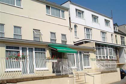 CB9420_1_Panama_Apartments_exterior.jpg