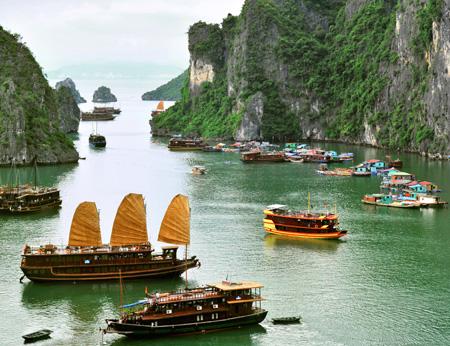 Halong_Bay,_Vietnam.jpg