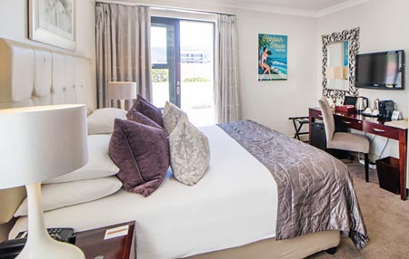 Harbour-House_harbour-square-apartments-bedroom-1.jpg