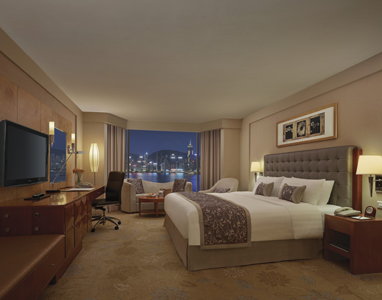 Kowloon Shangri-La - Deluxe Harbour View Room at night