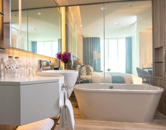 Lancaster_-_Deluxe_Bathroom.jpg