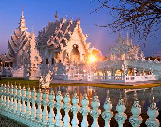 Temple_Rong_Khun,_Chiang_Rai.jpg