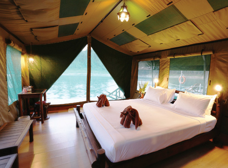 Luxury-safari-tent,-Rainfor.jpg