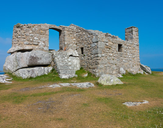 Old_Blockhouse,_Tresco.jpg