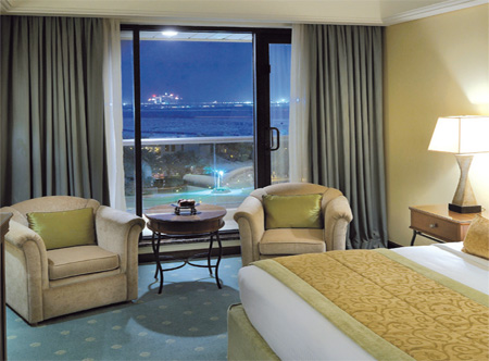 13820_2_Le_Royal_Meridien_Deluxe_seafacing_room.jpg